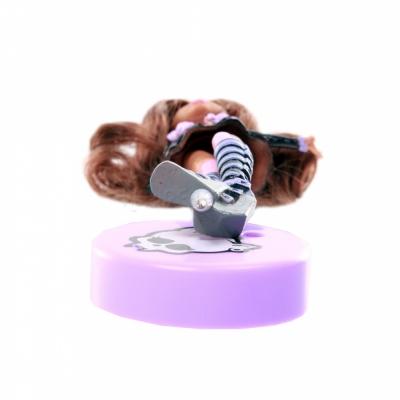 9987V Кукла ручка с подставкой Clawdeen Wolf
