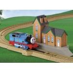 Купить 995689 Железная дорога с вокзалом Томас Tomy